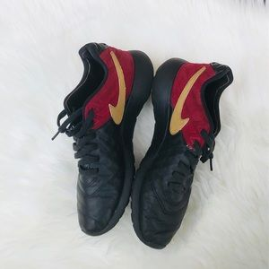 Nike Low Tops Black And Maroon Color Size 8